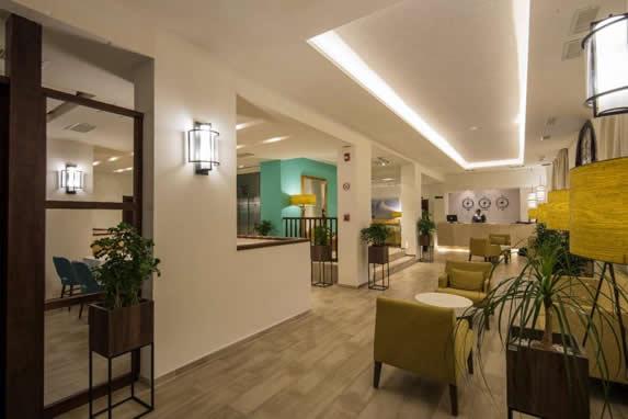 Lobby y recepción del hotel