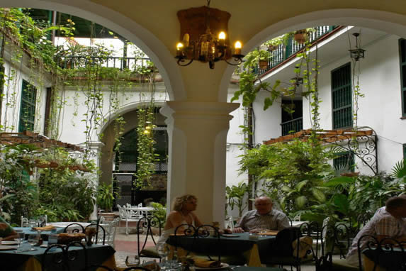 restaurant in an inner courtyard of the hotel