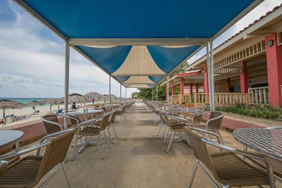 Snack bar con vista a la playa
