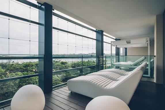 Spa del hotel con vista al Malecon