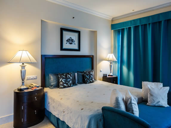 Saratoga Hotel Suite Room