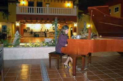 Piano bar del Hotel Memories Holguín Beach Resort