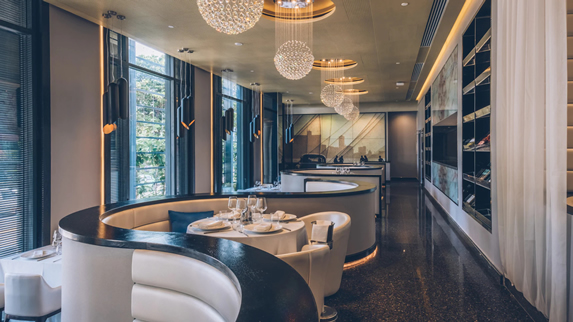 Elegante y cómodo restaurante del hotel