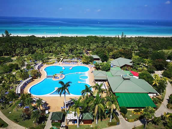Vista aérea de la piscina del hotel Blau Varadero