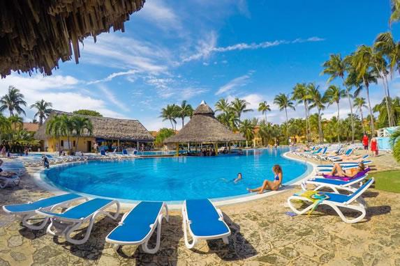 Roc Arenas Doradas hotel pool