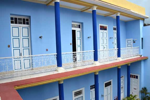 patio interior con balcones