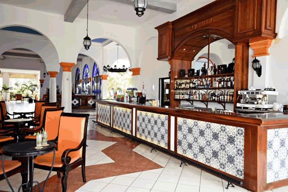 Memories Varadero hotel lobby bar