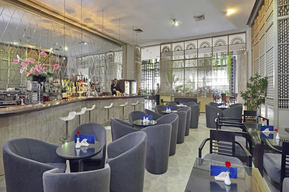 Mobiliario del bar del hotel