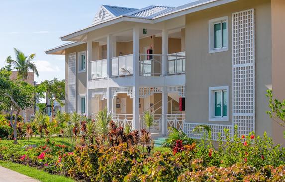 Vista exterior de los bungalows del hotel