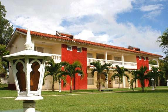 bungalow de dos pisos con balcones