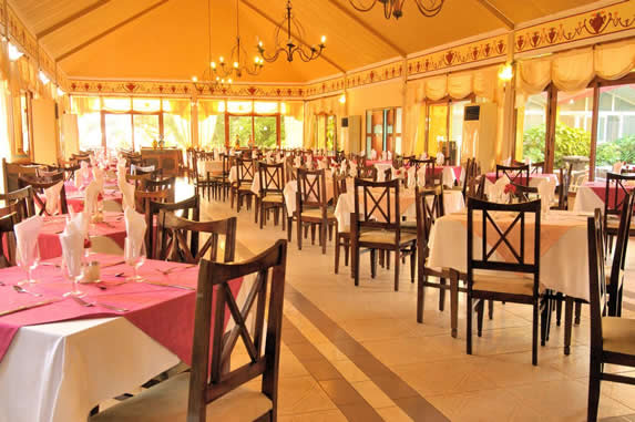 restaurant with colonial furniture and lamps