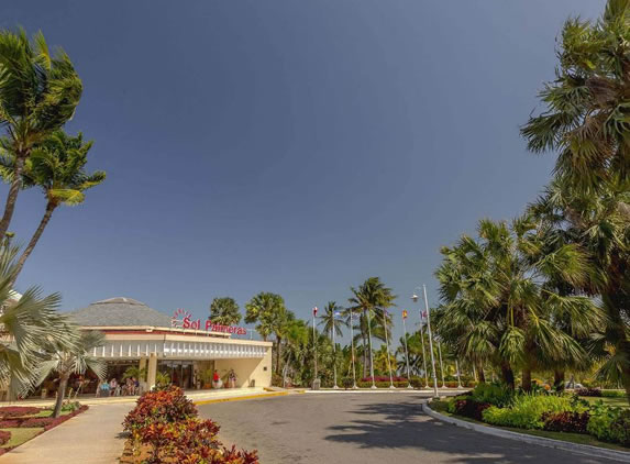 Entrance to the Sol Palmeras hotel