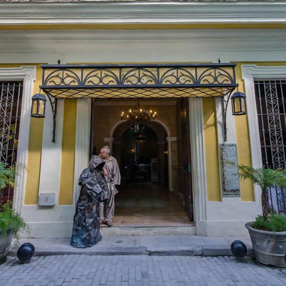 Entrada del hotel Los Frailes
