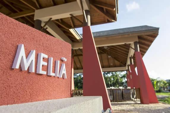 entrada del Hotel con letrero de Melia