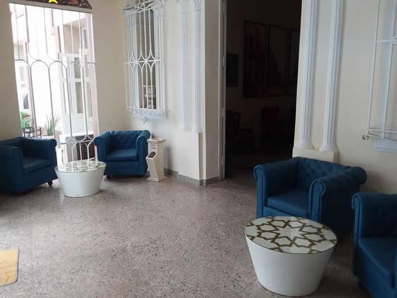 mobiliario en el lobby del hotel