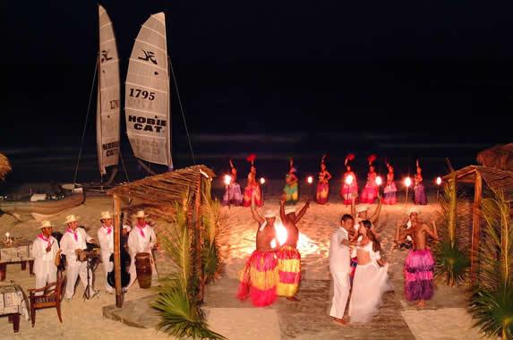 espectáculo nocturno en la playa