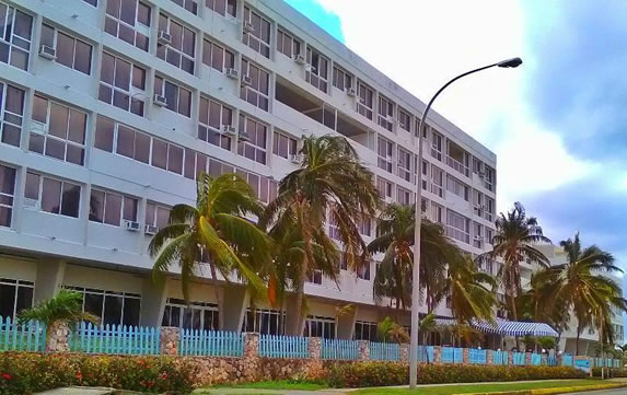 Fachada del hotel Tropicoco