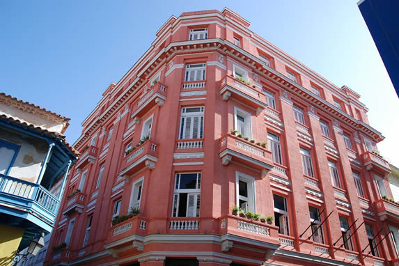Facade of the Ambos Mundos hotel