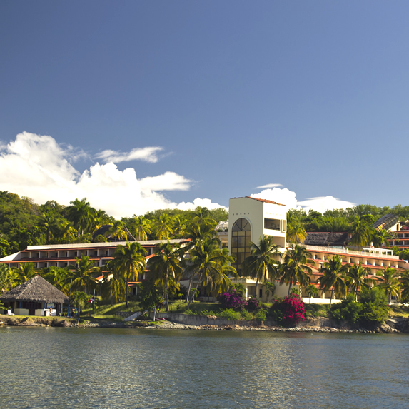 Waterfront facade surrounded by greenery