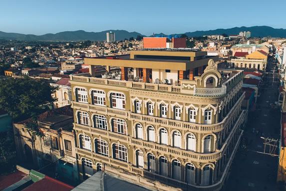 vista aérea de la fachada del hotel
