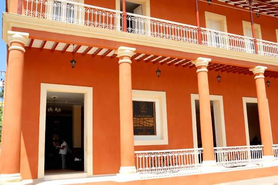 fachada de edificio colonial