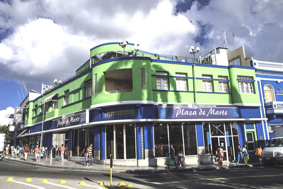 fachada del hotel Rex  en medio de la ciudad