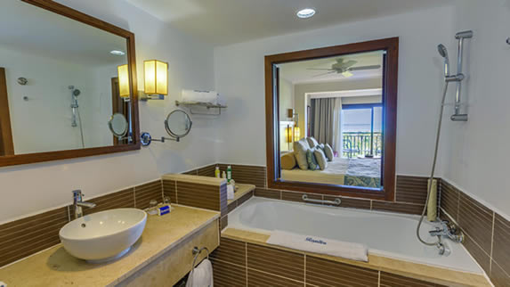 room bathroom with tub