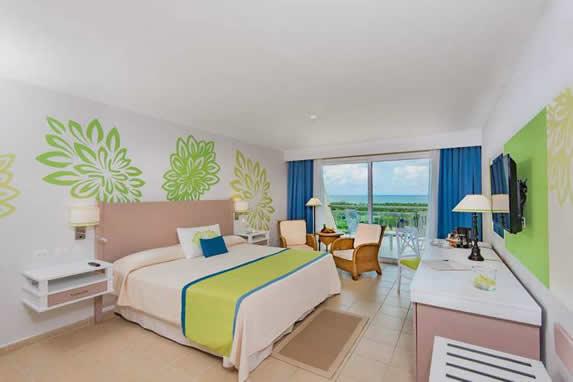 Amplia habitación doble del hotel