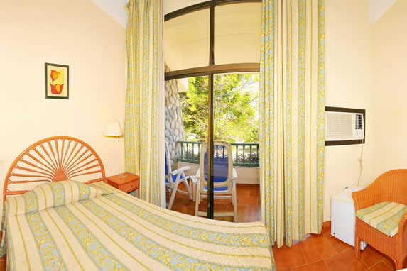one bed room with balcony