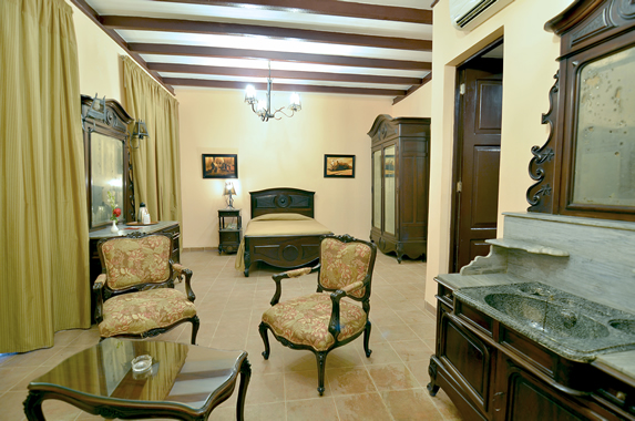 one bed room with antique furniture