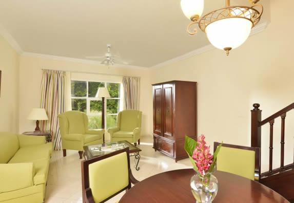 sala de la habitación con mobiliario