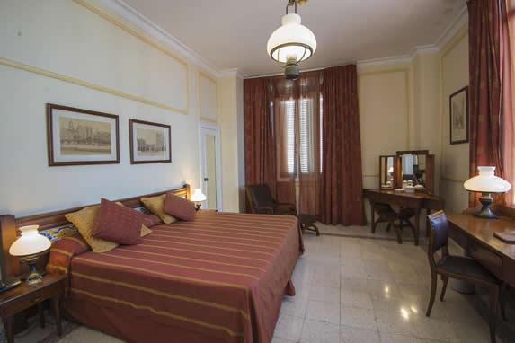 Standard hotel room Sevilla