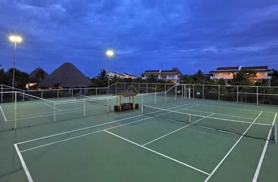 Hotel Sol Cayo Largo tennis courts