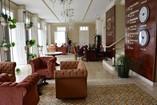 Foto amplia del lobby justo al entrar al hotel