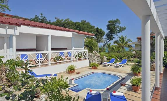 Jacuzzi at the hotel Sol rio de luna y Mares