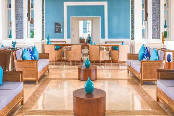 Vista del interior del lobby del hotel Angsana