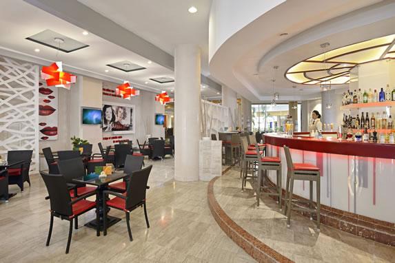 Piano bar at the Melia Varadero hotel