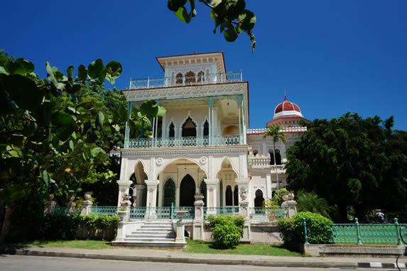 Vista del Palacio de Valle en Cienfuegos