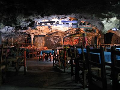 Cabaret La Cueva del pirata, Varadero,Cuba