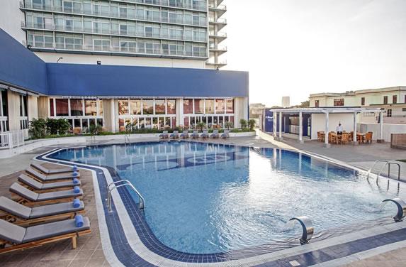 Vista de la piscina del hotel Habana Libre