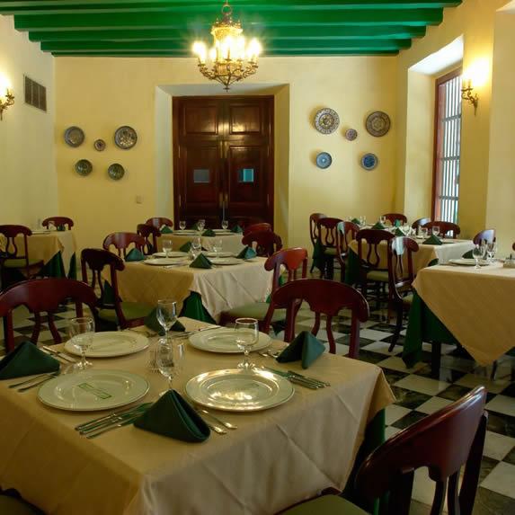 Elegante restaurante en el hotel Palacio O'farril
