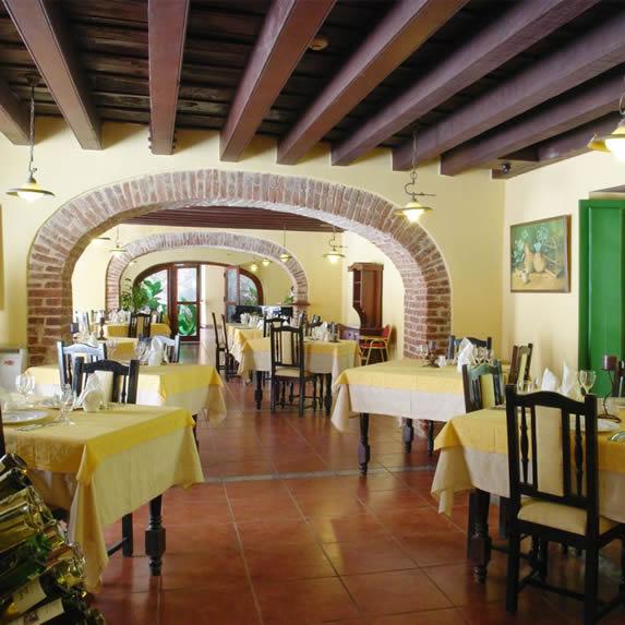 Restaurant at the Conde de Villanueva hotel
