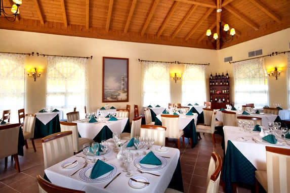 restaurant with wooden ceiling and tablecloths