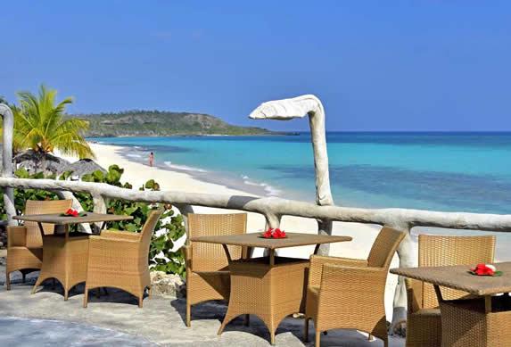 restaurante al aire libre frente al mar