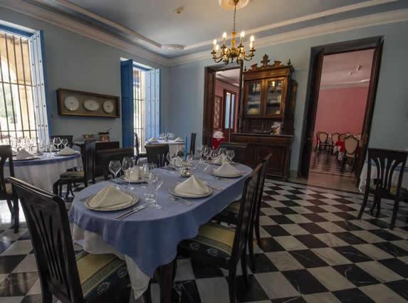 Santa Isabel hotel restaurant