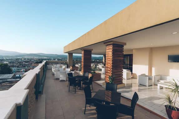 terraza con vista a la ciudad