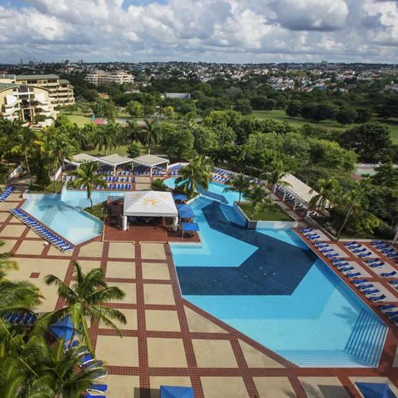Vista aérea piscina hotel Occidental Miramar