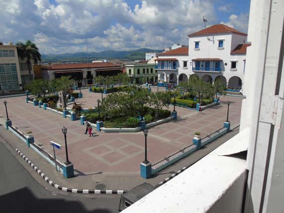 vista a la ciudad desde el balcón de la habitación