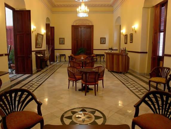 Bar en el interior del hotel
