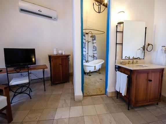 Vista del baño en las habitaciones
